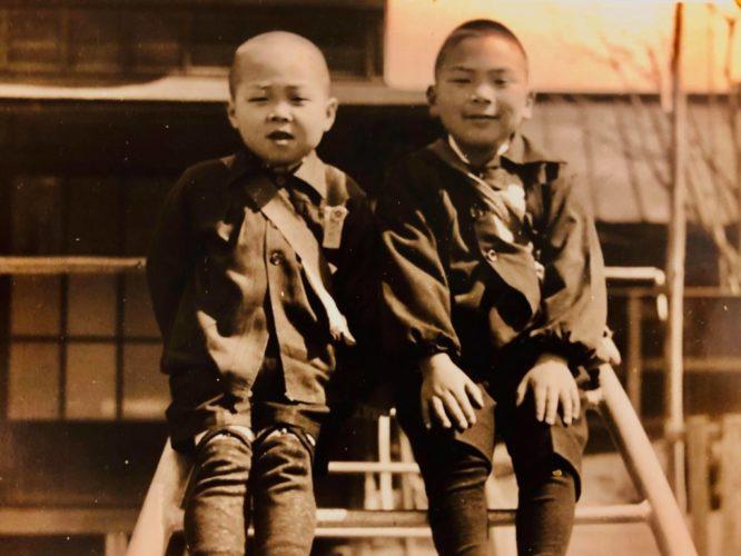 友達と(1948年・4歳頃)